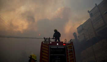 Firefighters fighting wildfires in Haifa, November 24, 2016.