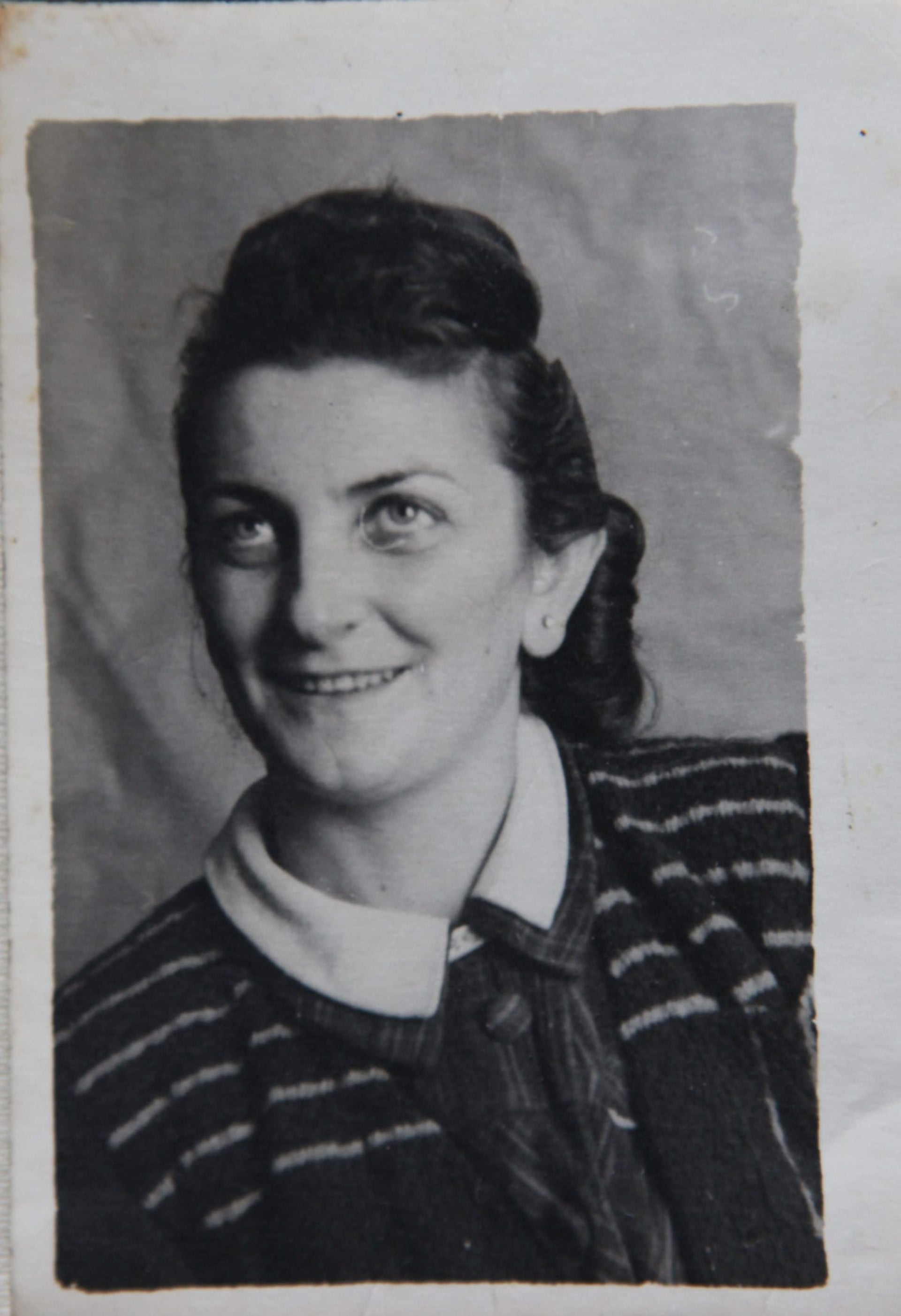 A photograph of Yuval Yareach's grandmother, Manja Wolfgang.