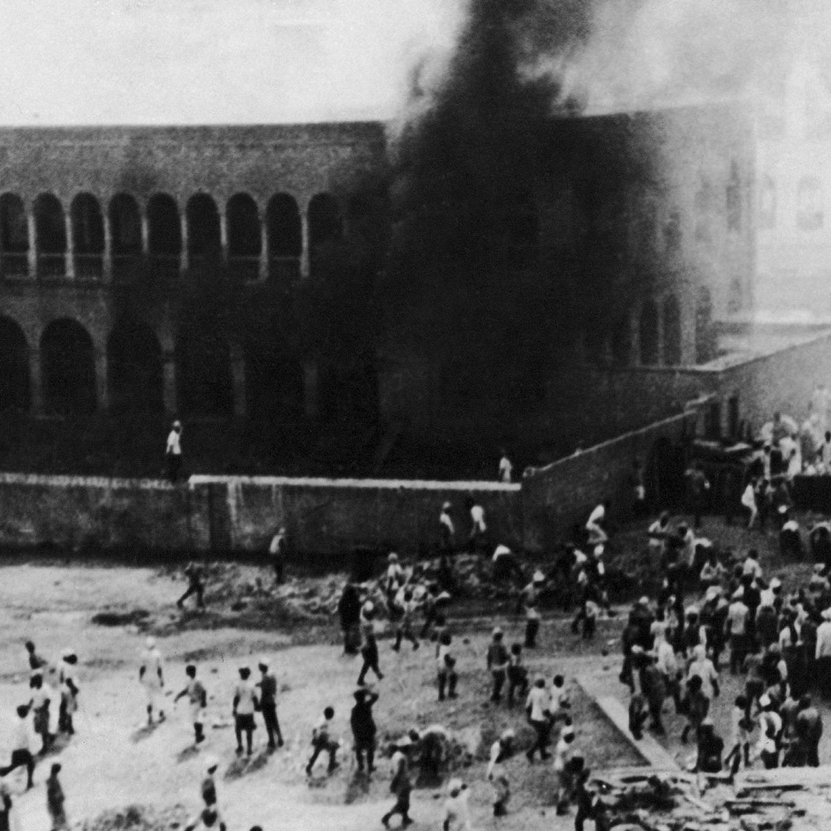 Arabs set alight a Jewish school for boys in Aden, Yemen during a demonstration against the UN partition of Palestine, on December 19, 1947.