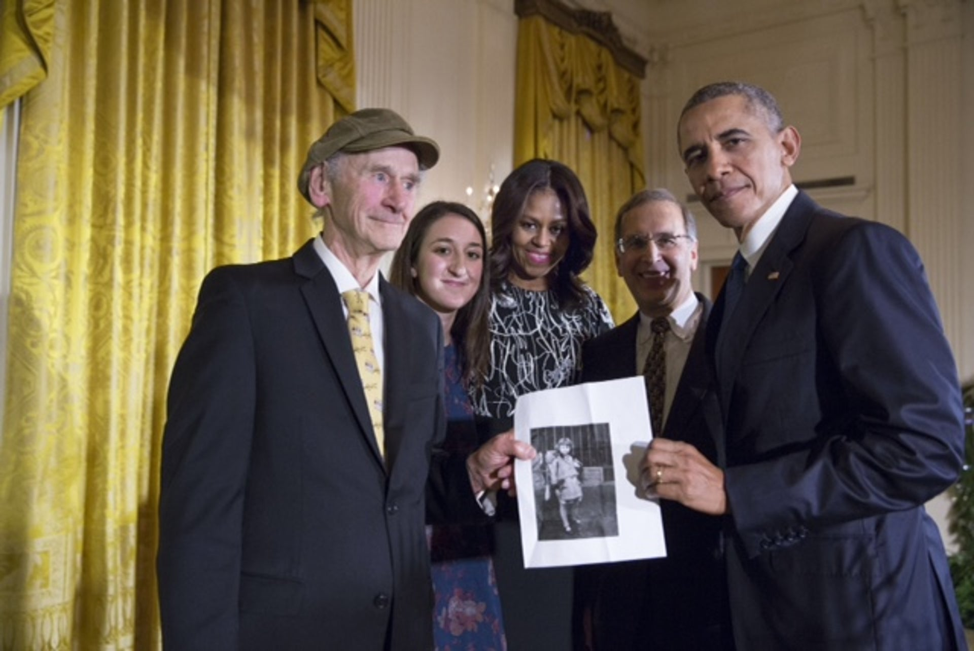Manny Lindenbaum with a picture of his sister Ruth, his granddaughter Lauren,  Rabbi Sid Schwartz of CLAL and the Obamas at the White House.