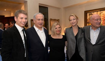Benjamin Netanyahu with son Yair, wife Sara and actress Kate Hudson at a party at Hollywood producer Arnon Milchan's home, 2014.