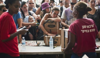 Israelis receive gas-mask kits at a distribution point in Tel Aviv, on August 28, 2013.