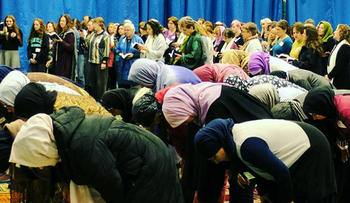 Muslim and Jewish women at afternoon prayers during 3rd national conference of the Sisterhood of Salaam-Shalom.