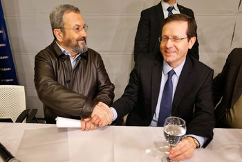 Ehud Barak shakes hands with Labor leader Isaac Herzog at a Labor Party event in Tel Aviv, January 29, 2017.