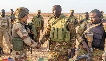 This photo handout on November 7, 2017 by by the French Defence Audiovisual Communication and Production Unit (ECPAD) and taken on November 3, 2017 in the Malian desert