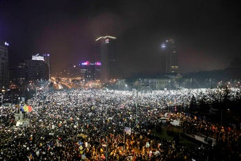 Protesters using phones and flashlights during an anti-corruption protest in Victoriei Square, Bucharest, February 5, 2017.