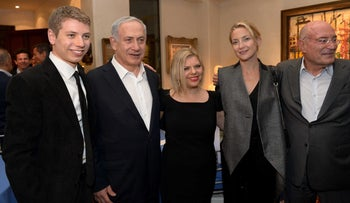 The Netanyahus, their son and actress Kate Hudson at the home of Arnon Milchan in 2014.