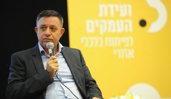 Labor Party Chairman Avi Gabbay at an economic conference with students at Emek Israel college in Israel's north on November 16, 2017.