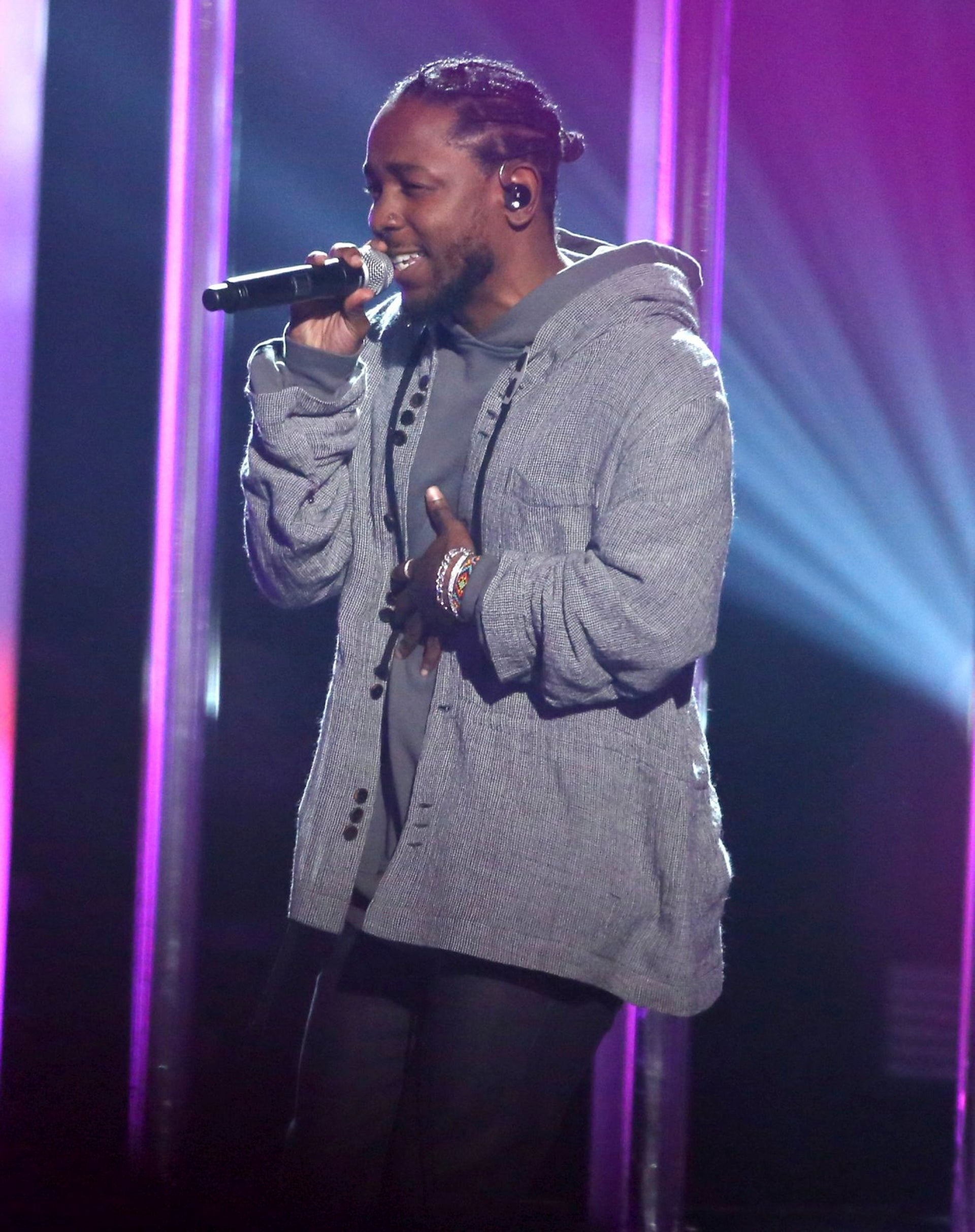 """Kendrick Lamar performs """"Don't Wanna Know"""" at the American Music Awards at the Microsoft Theater on Sunday, Nov. 20, 2016, in Los Angeles."""