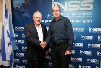 Institute for National Security Studies Executive Director Amos Yadlin, left, and former Defense Minister Moshe Ya'alon, July 2016. The INSS' move to Tel Aviv University was funded by Frank Lowy.