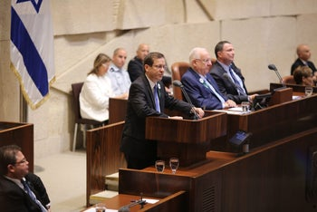 Opposition leader Isaac Herzog addresses the Knesset, February 14, 2017.