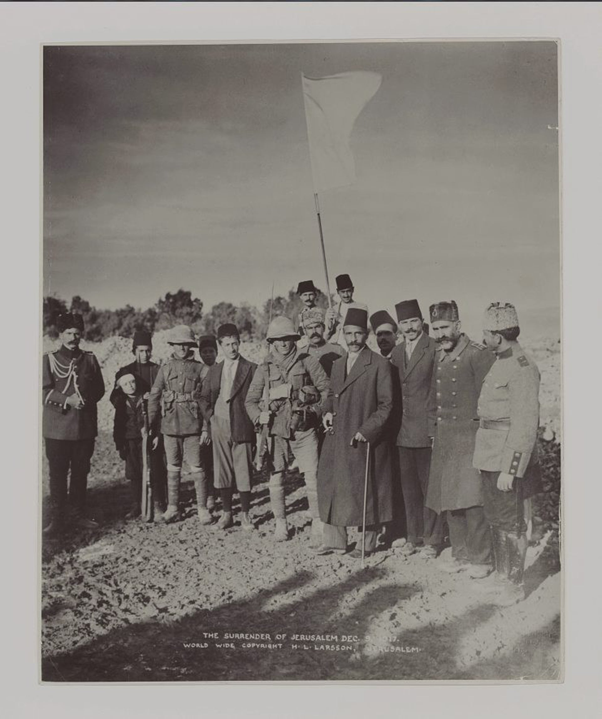 The mayor of Jerusalem, Hussein al-Husseini, meets with British sergeants James S. Sedgewick and Frederick H. Hurcomb with the white flag of surrender,  December 9, 1917.