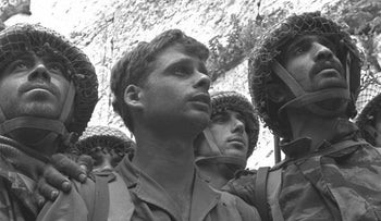 Six day war. Israeli paratroopers stand in front of the Western Wall in Jerusalem, 1967.