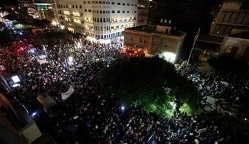 Tens of thousands of Israelis protest corruption in Netanyahu's government, December 16, 2017