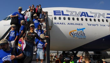 Immigrants from the United States arrive in Israel's Ben-Gurion Airport.