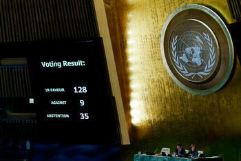 The results of the vote on Jerusalem are seen on a display board at the General Assembly hall, on December 21, 2017, at UN Headquarters in New York. UN member-states were poised to vote on a motion rejecting US recognition of Jerusalem as Israel's capital, after President Donald Trump threatened to cut funding to countries that back the measure.  /