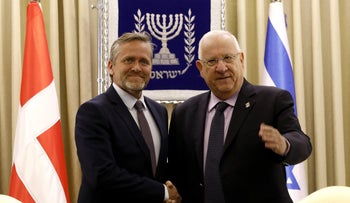 President Reuven Rivlin shakes hands with Danish Foreign Minister Anders Samuelsen at the the presidential compound in Jerusalem, May 17, 2017.