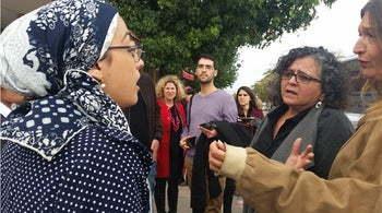 MK Touma-Suliman arguing with a local Beit Shemesh woman about modesty signs
