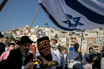 Right wing Israelis march in East Jerusalem in honor of new Torah scroll being placed in a synagogue in Silwan. August 24, 2017.