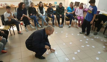 Education Minister Naftali Bennett does an activity with students at the Yavni'eli school in Haifa, December 29, 2016.