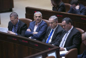 Netanyahu and Kahlon at the Knesset.