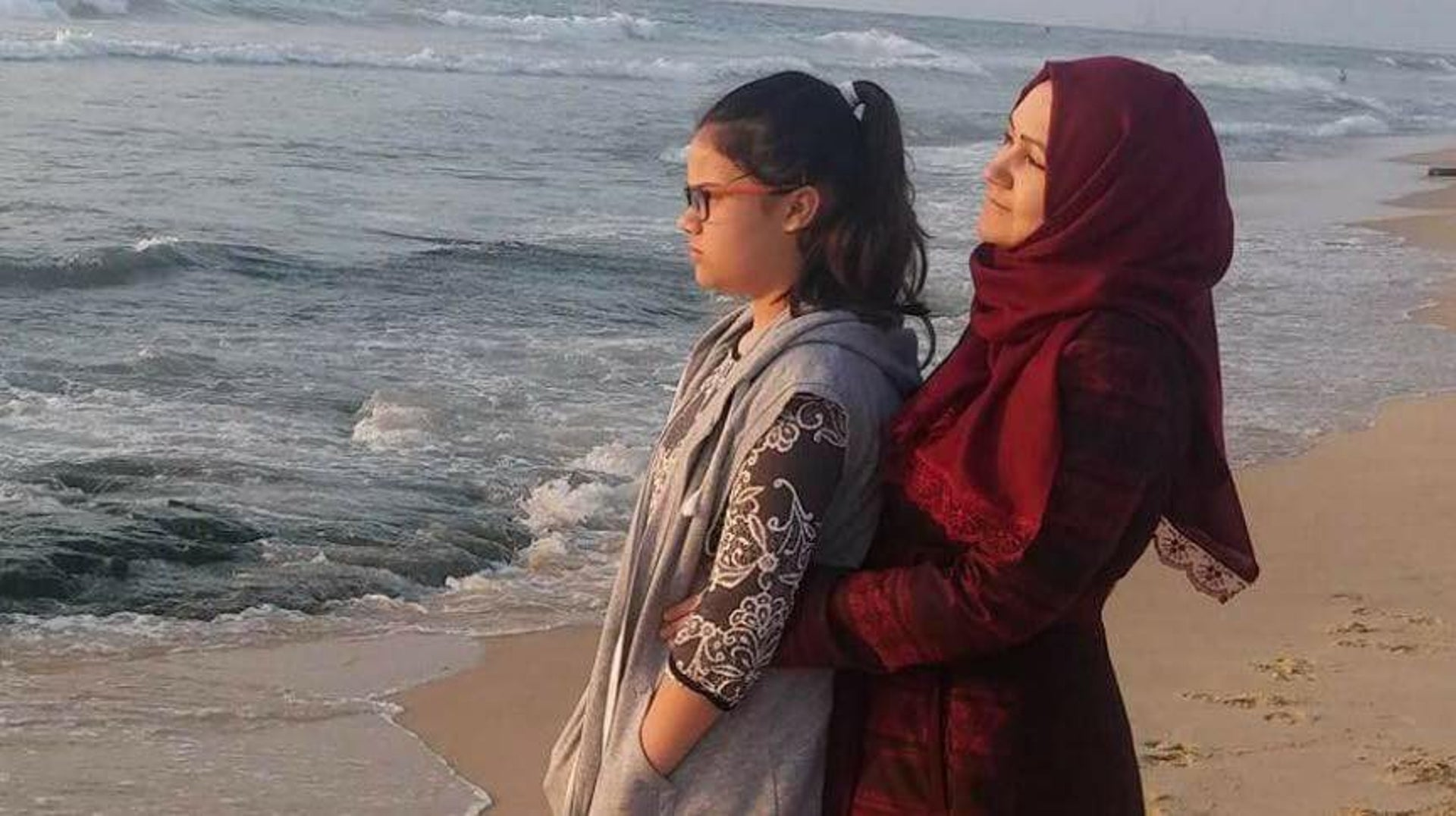 Irina and her youngest daughter, Hanin, on a beach in Gaza.