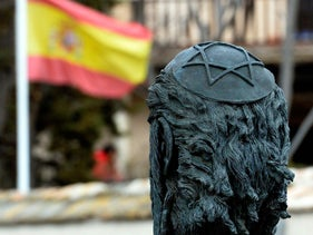 A sculpture of Samuel Halevi Abulafia and a Spanish flag near the 'El Transito' synagogue