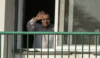 FILE PHOTO: Egypt's former president Hosni Mubarak waving to people from his room at the Maadi military hospital in Cairo, October 6, 2016.