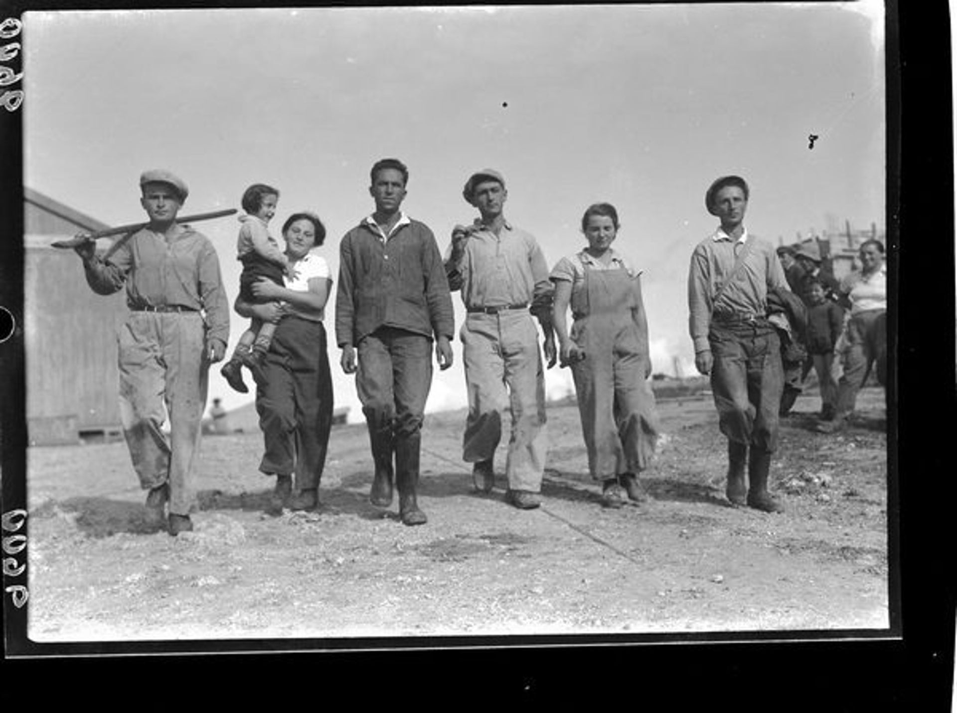 Laborers heading out to work in the fields at Kibbutz Ma'abarot, 1939.