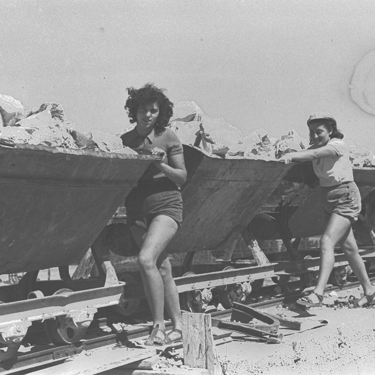 Kibbutz members working in the stone quarry of Kibbutz Ein Harod, 1941.