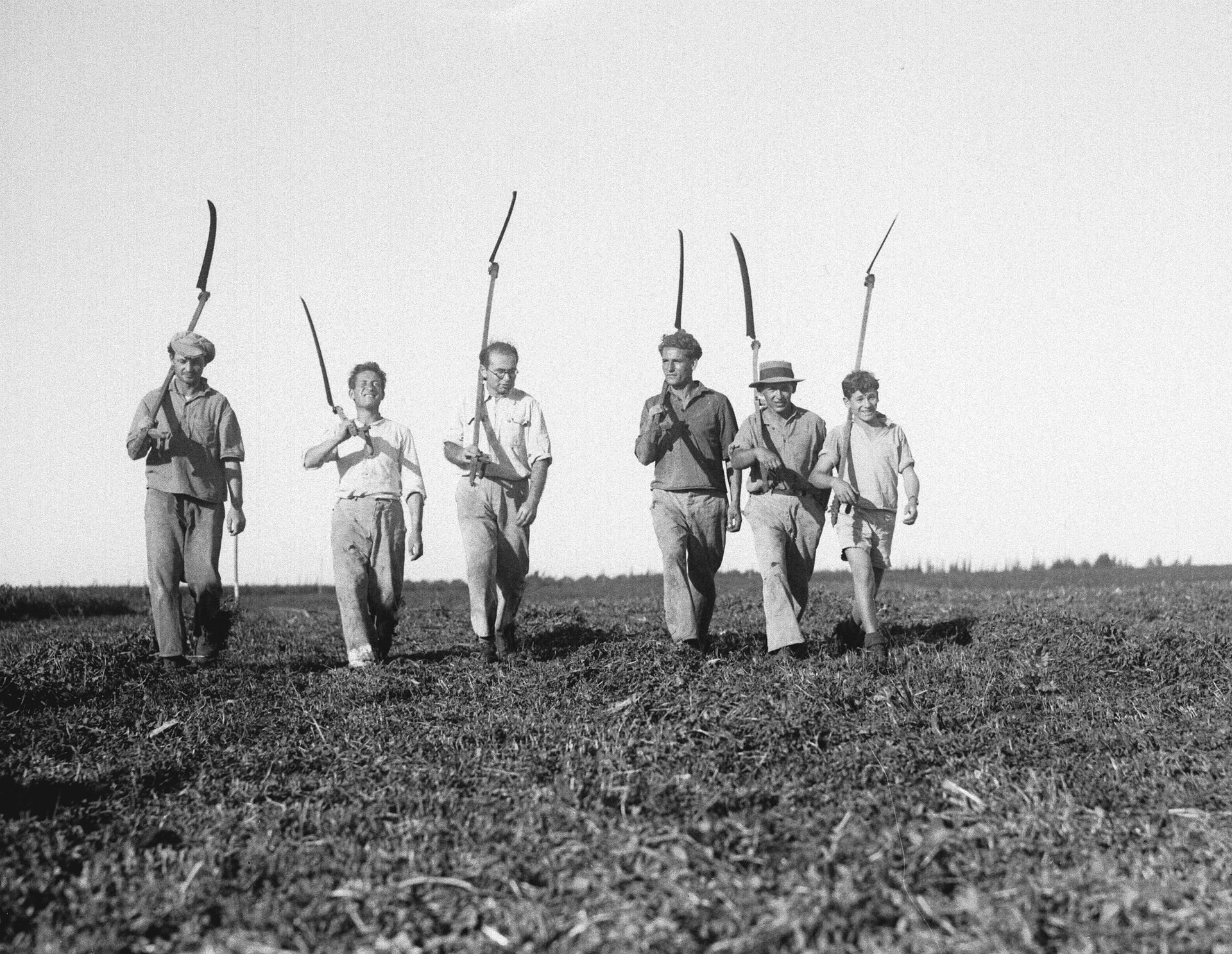 Farmers on their way to cut fodder in the fields of Kibbutz Givat Brener, 1937.