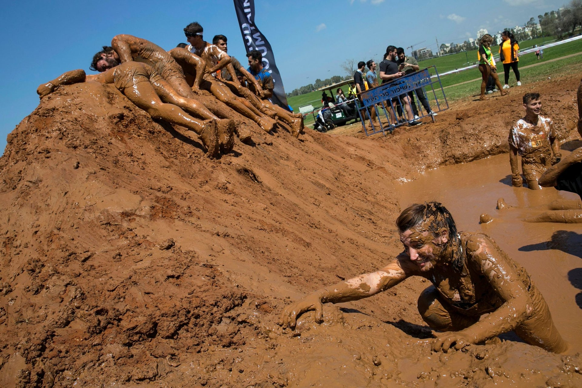 A participant takes part inthe first Mud Day Israel obstacle course race in Tel Aviv, March 24, 2017.