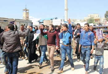 Syrian residents of Khan Sheikhuun protesting against the chemical weapon attack by the Syrian regime, April 7, 2017.