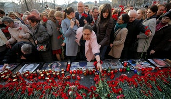 eople attend a memorial to pay tribute to the victims of the St. Petersburg metro blast that took place on April 3, in central Moscow, Russia, April 6, 2017