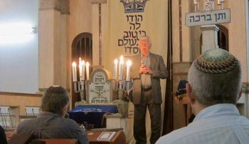 Alex Konstantyn speaking in Tel Aviv about his experiences during the Holocaust, April 18, 2017.