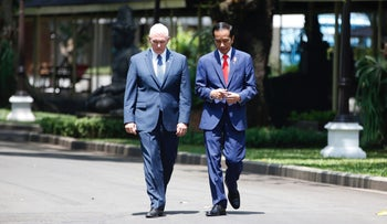 Vice President Mike Pence (L) walks with Indonesia President Joko Widodo at the presidential palace in Jakarta on April 20, 2017.
