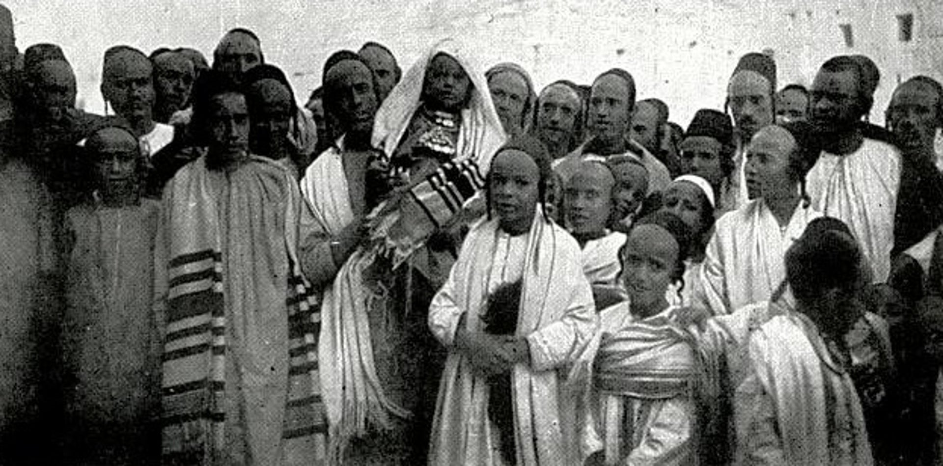 Members of the Jewish community in Sana'a on a holiday day, 1901.