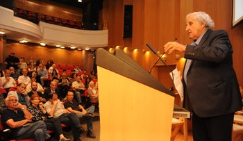 A.B. Yehoshua speaking at Haaretz college peace conference on Monday.
