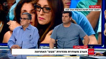 """Veteran anchorman Yaakov Ahimeir, left, during the final broadcast of """"Mabat,"""" Tuesday May 9, 2017."""