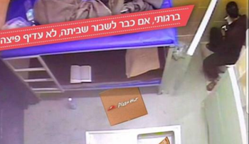 """The ad that was removed from Pizza Hut Israel's Facebook page. The text reads, """"'If you're going to break the strike, wouldn't pizza be better?"""""""