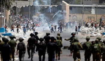 Palestinian protesters run during clashes with Israeli troops following a protest in support of Palestinian prisoners on hunger strike in Israeli jails, in the West Bank village of Beita, near Nablus May 19, 2017.