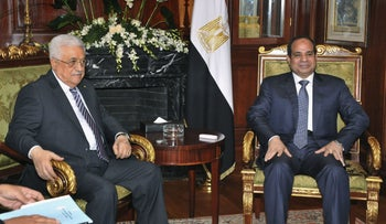Mahmoud Abbas and Egypt's Sissi meet in Cairo, Egypt, October 12, 2014.