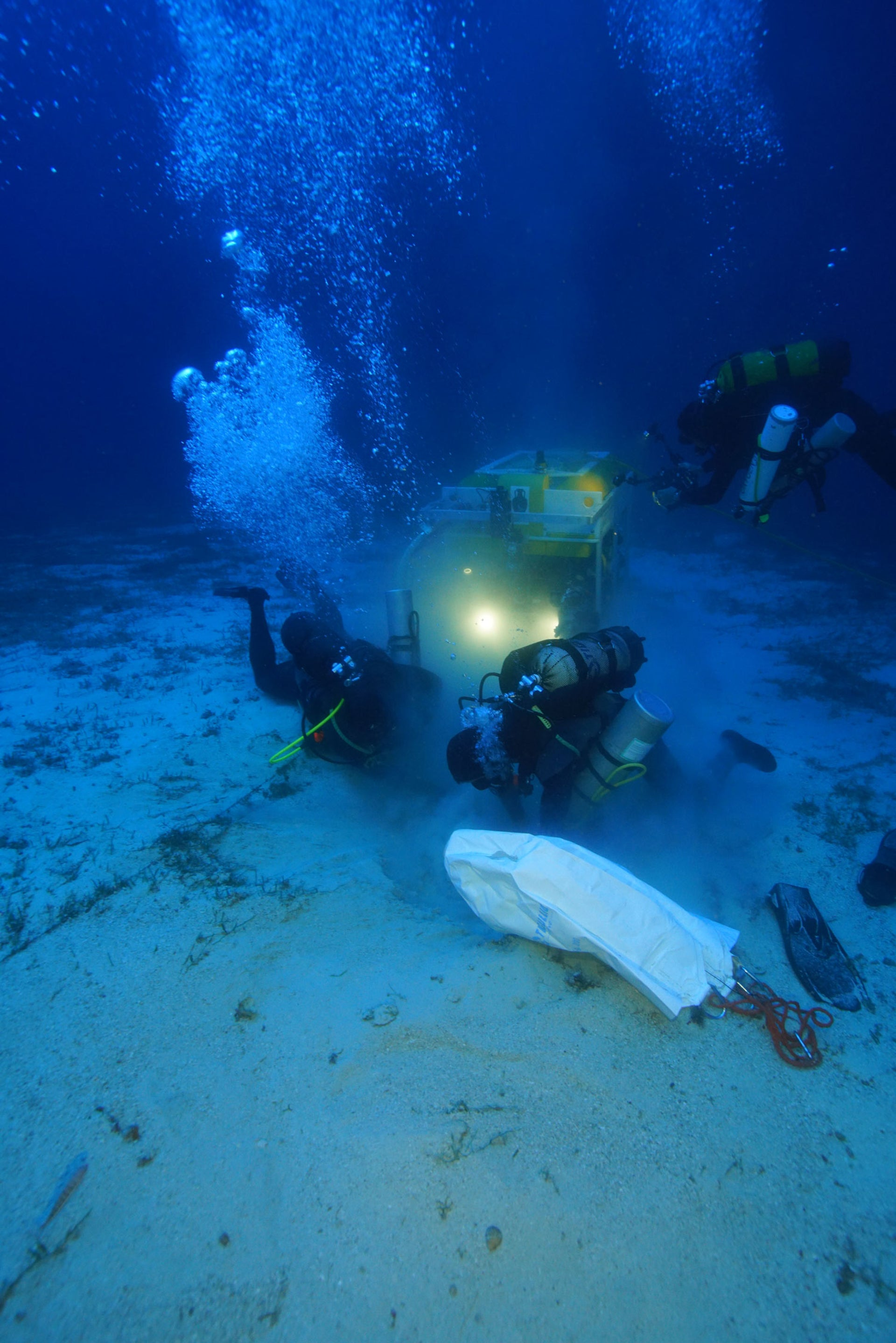 Archaeologists and the ROV robot work to recover an ancient North African amphora.