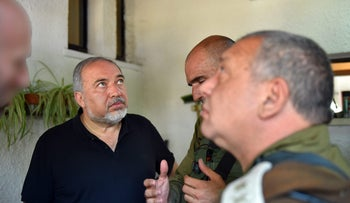 Defense Minister Lieberman, left, and IDF Chief of Staff Eisenkot, foreground, in Halamish, July 22, 2017.