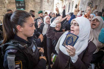 Muslim worshipers argue with Israeli police forces outside the Lions Gate in Jerusalem's Old City, near the Temple Mount, July 20, 2017.