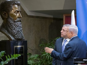 Prime Minister Benjamin Netanyahu and his Georgian counterpart Giorgi Kvirikashvili look at a bust of Theodor Herzl during a press conference at the prime minister's office in Jerusalem, July 24, 2017.