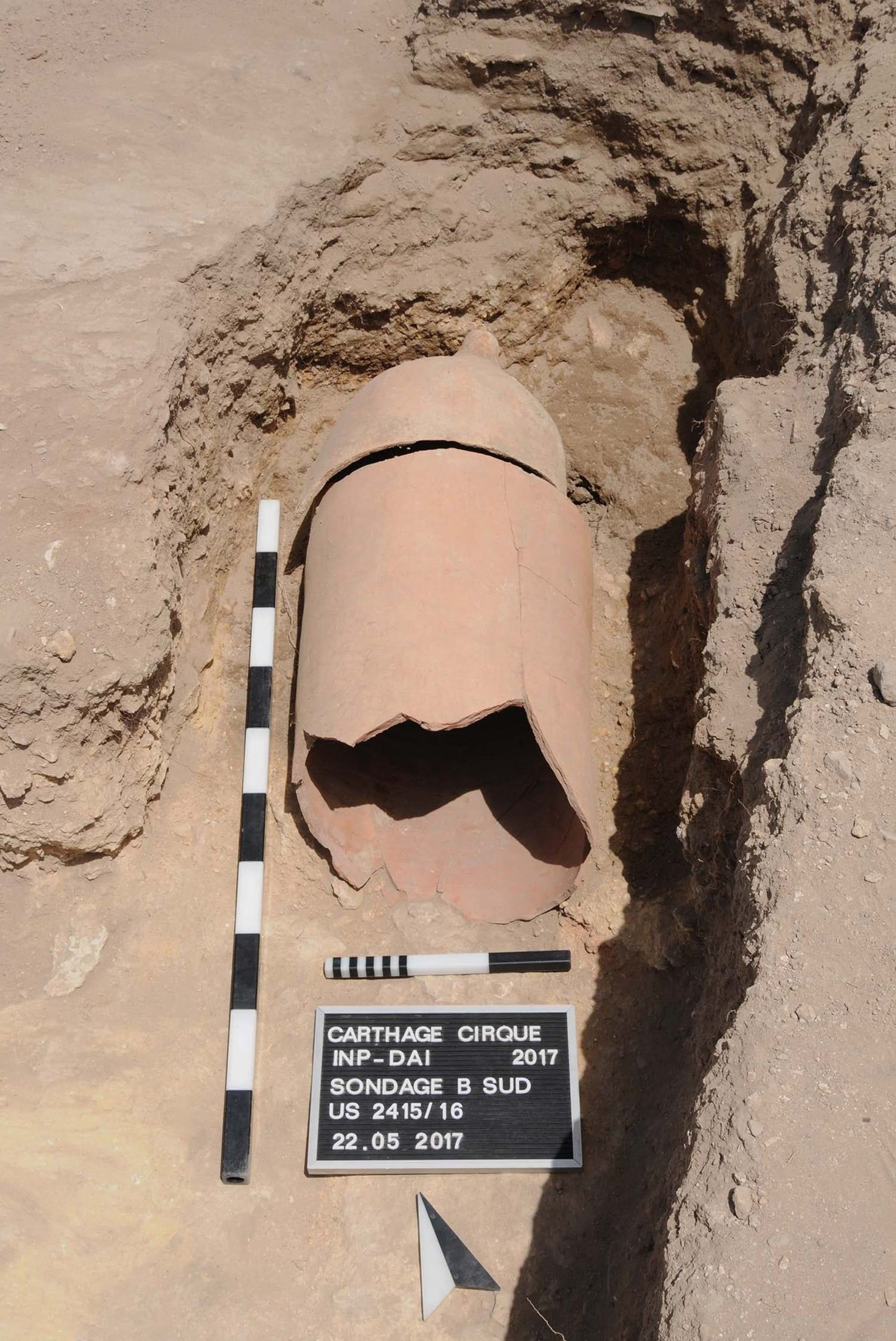 The funerary amphora excavated in its original placing, before removal: Carthage, a burial in the racetrack.