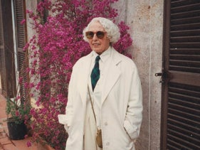 Sara Berman in Rome in 1994, wearing a white suit and dark sunglasses.