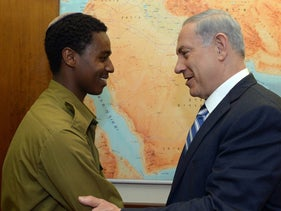Prime Minister Netanyahu greets Damas Fekadeh, Israeli-Ethiopian soldier who was set upon by police officer, May 2015.