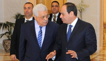 Egyptian President Abdel Fattah al-Sissi (R) meeting with Palestinian president Mahmud Abbas at the presidential palace in Cairo, March 20, 2017.